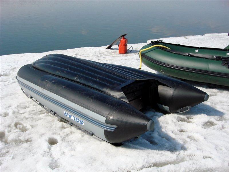 внизу лодки